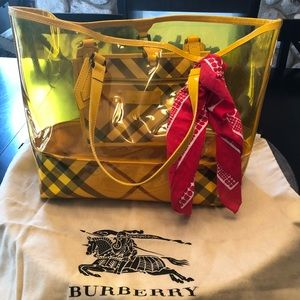 Burberry tote bag. Yellow.